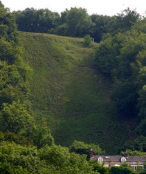 Coopers_hill_scarred_looking_up_2